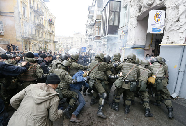 National Guard officers clash with supporters of Georgian former President Mikheil Saakashvili during a search of Saakashvili's apartment in Kiev, Ukraine, Tuesday, December 5, 2017. Ukrainian supporters of former Georgian President Mikheil Saakashvili freed him from a police van on Tuesday after his detention on suspicion of assisting a criminal organization led to clashes with police in Kiev. (Photo by Valentyn Ogirenko/Reuters)