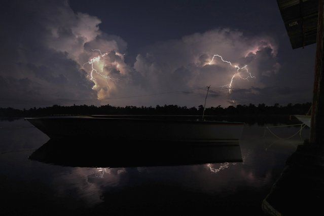 Lightning strikes over Lake Maracaibo in the village of Congo Mirador, where the Catatumbo River feeds into the lake, in the western state of Zulia October 22, 2014. (Photo by Jorge Silva/Reuters)