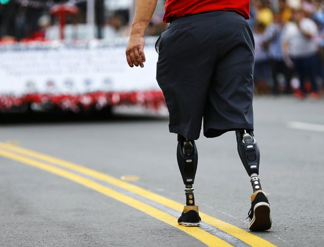 A wounded U.S. veteran marches in the annual Veterans Day Parade in San Diego, California November 11, 2014. (Photo by Mike Blake/Reuters)