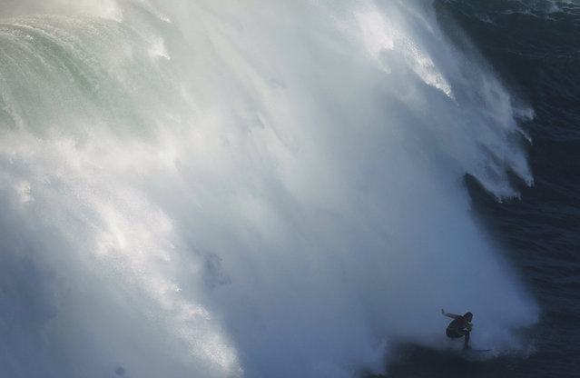 Big-wave surfer Cliff Skudin of US drops in on a large wave at Praia do Norte, in Nazare, November 29, 2014. (Photo by Rafael Marchante/Reuters)
