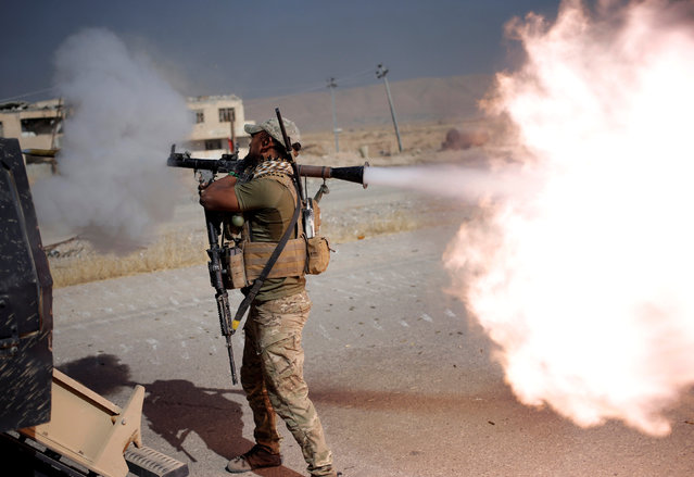 An Iraqi special forces soldier fires a RPG during clashes with Islamic States fighters in Bartella, east of Mosul, Iraq October 20, 2016. (Photo by Goran Tomasevic/Reuters)