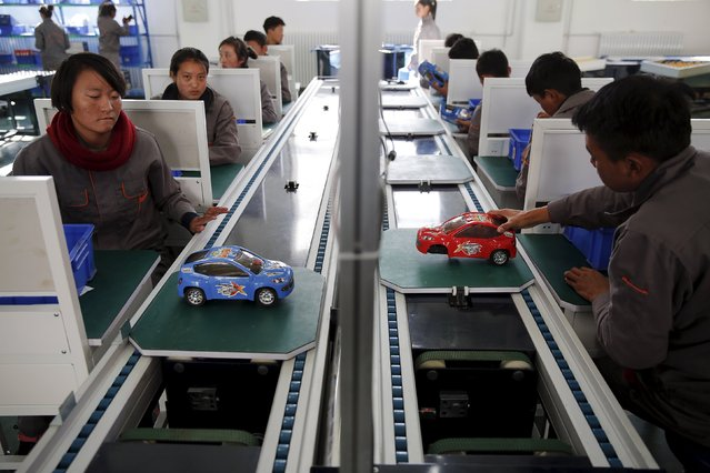 Students work on an improvised car assembly line as a group of foreign reporters visits a vocational school on a government organised tour in Lhasa, Tibet Autonomous Region, China, November 19, 2015. (Photo by Damir Sagolj/Reuters)