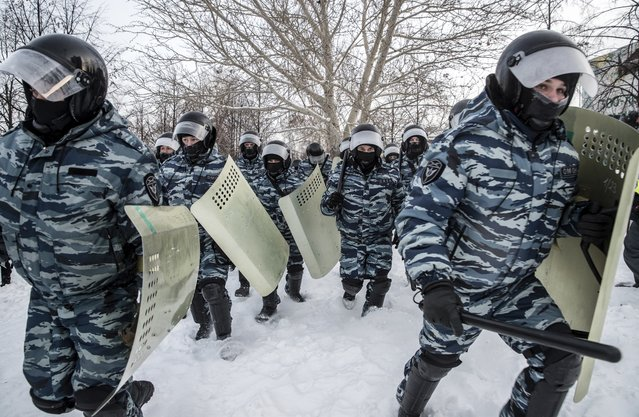 Riot police officers run during a protest against the jailing of opposition leader Alexei Navalny in Yekaterinburg, Russia, Saturday, January 23, 2021. (Photo by Anton Basanayev/AP Photo)