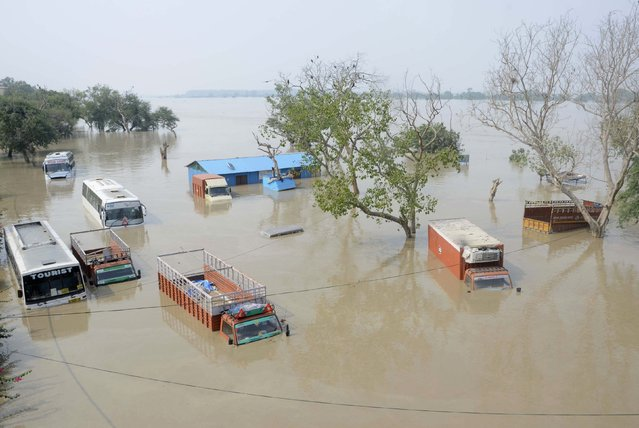 Vehicles are submerged in the rising waters of river Yamuna in New Delhi, June 19, 2013. (Photo by Reuters/Stringer)
