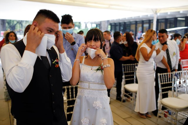 Newly-wed couples take part in a collective wedding ceremony celebrated by the municipality, as the coronavirus disease (COVID-19) outbreak continues on Valentine's Day, in San Salvador, El Salvador on February 14, 2021. (Photo by Jose Cabezas/Reuters)