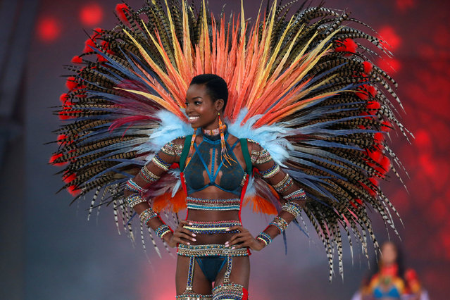 Model Maria Borges presents a creation during the 2016 Victoria's Secret Fashion Show at the Grand Palais in Paris, France, November 30, 2016. (Photo by Charles Platiau/Reuters)