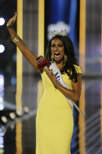 Miss New York Nina Davuluri walks down the runway after winning the the Miss America 2014 pageant, Sunday, September 15, 2013, in Atlantic City, N.J. (Photo by Mel Evans/AP Photo)