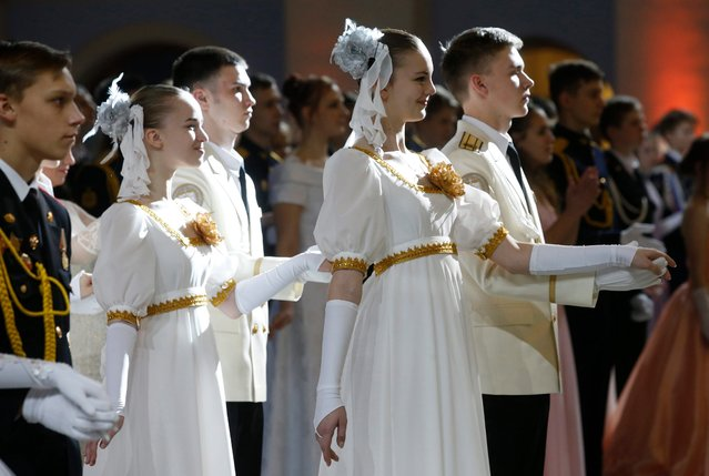 Participants attend the Kremlin Cadet Ball in Moscow, Russia, 08 December 2016. (Photo by Sergei Chirikov/EPA)