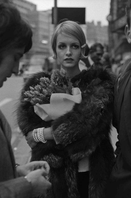 Twiggy, 1966. (Photo by Terry O'Neill)