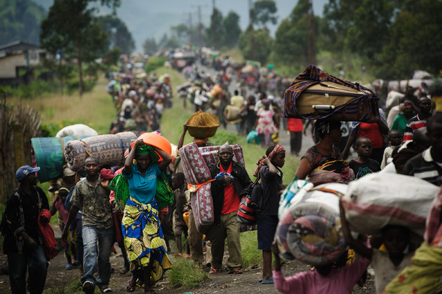 Thousands of Congolese flee the town of Sake, 26km west of Goma, following fresh fighting in the eastern Democratic Republic of the Congo town on November 22, 2012. (Photo by Phil Moore/AFP Photo)