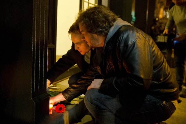 Pat Maloney, right, and Wil Hart pay their respects across the street from the home of Philip Seymour Hoffman, Sunday, February 2, 2014, in New York. (Photo by Matt Rourke/AP Photo)