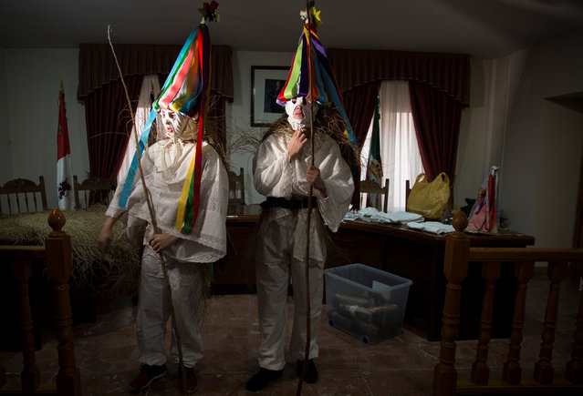 "Revellers, dressed as ""Zarramaches"", pose inside the city hall during celebrations to mark Saint Blaise's festivity in Casavieja, Spain February 3, 2017. (Photo by Sergio Perez/Reuters)"