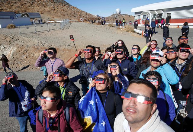 People test their special solar glasses before the solar eclipse in La Silla European Southern Observatory (ESO) at Coquimbo, Chile on July 2, 2019. (Photo by Rodrigo Garrido/Reuters)