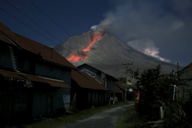 Ash spews from Mount Sinabung volcano during eruption as seen from Beras Tepu village in Karo Regency, North Sumatra province, Indonesia June 29, 2015. (Photo by Reuters/Beawiharta)