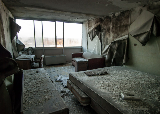 A damaged bedroom at the Days Inn, situated in the abandoned Randall Park in Ohio. The hotel is said to have been abandoned since the early 1990's. (Photo by Jonny Joo/Barcroft Media)
