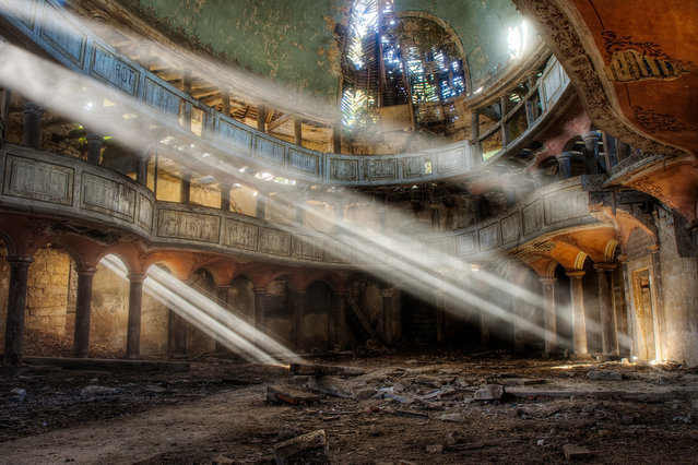 This historical monument in Poland was built in 1796 and has been abandoned for more than sixty years. A sad sight, but also pleasing to the eye. A constantly changing spectacle of the sun's rays through the roof. (Photo by Vincent Jansen)