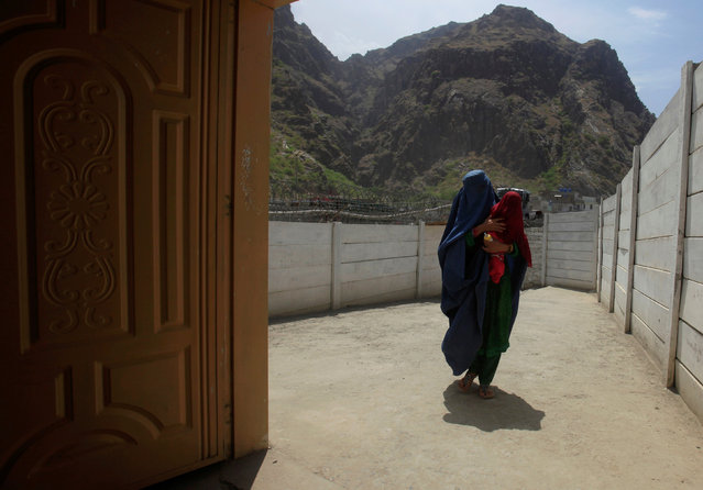 A woman coming from Afghanistan enters the information center at the border post in Torkham, Pakistan June 18, 2016. (Photo by Fayaz Aziz/Reuters)