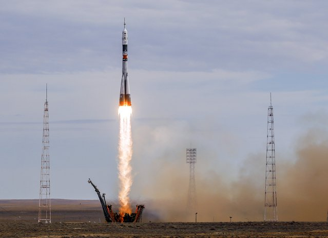 The Soyuz TMA-18M spacecraft carrying the crew of Aidyn Aimbetov of Kazakhstan, Sergei Volkov of Russia and Andreas Mogensen of Denmark blasts off from the launch pad at the Baikonur cosmodrome, Kazakhstan, September 2, 2015. (Photo by Shamil Zhumatov/Reuters)