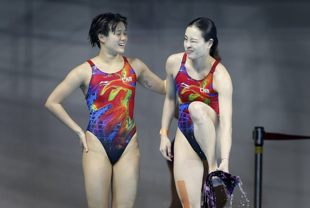 China's gold medalists Shi Tingmao (L) and Wu Minxia react after they won the Women's 3m Synchronised Springboard diving final at the Munhak Park Tae-hwan Aquatics Center during the 17th Asian Games in Incheon September 29, 2014. (Photo by Tim Wimborne/Reuters)