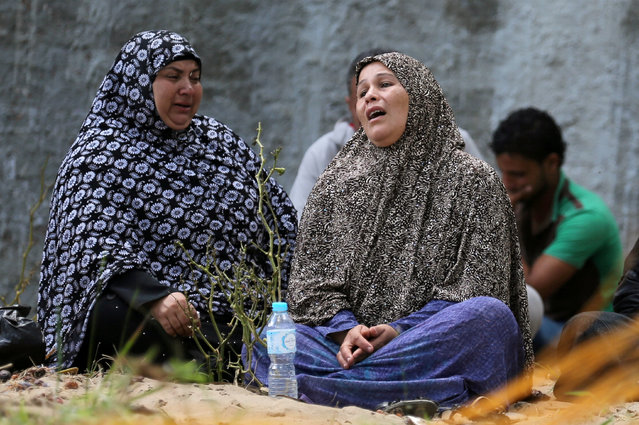 Relatives of missing persons from a capsized boat in the Mediterranean Sea are pictured in Al-Beheira, Egypt, September 22, 2016. (Photo by Mohamed Abd El Ghany/Reuters)