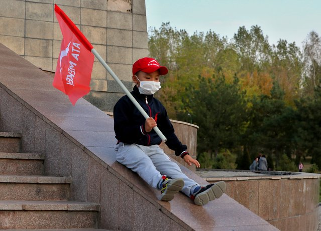 Little boy with the flag of the Ata – Meken party in Bishkek, Kyrgyzstan, 29 September 2020. Kyrgyzstan Parliamentary elections will be held on 04 October 2020. (Photo by Igor Kovalenko/EPA/EFE)