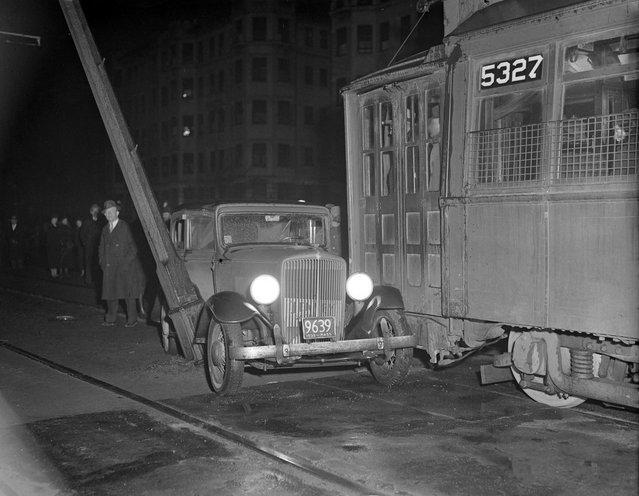 Car hits trolley, 1935. (Photo by Leslie Jones)