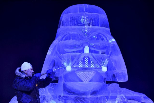 Hungary's Zsolt Toth carves Star Wars character Darth Vader for the ice sculpture festival in Liege, Belgium, November 13, 2015. (Photo by Eric Vidal/Reuters)