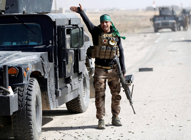 An Iraqi special forces soldier gestures during clashes with Islamic States fighters in Bartella, east of Mosul, Iraq October 20, 2016. (Photo by Goran Tomasevic/Reuters)