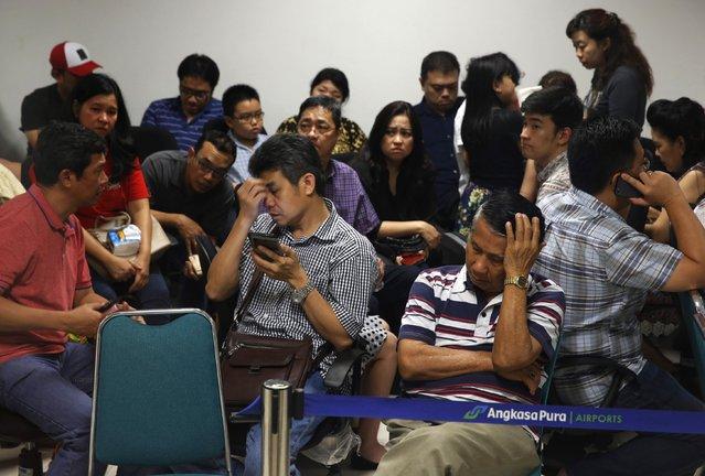 Family members of passengers onboard AirAsia flight QZ8501 react at a waiting area in Juanda International Airport, Surabaya December 28, 2014. (Photo by Reuters/Beawiharta)