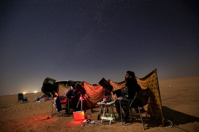 Kuwaiti astrophotographers follow the great conjunction between Jupiter and Saturn in al-Salmi district, a desert area 120 kms west of Kuwait City, on December 21, 2020. The great conjunction refers to the alignment of Jupiter and Saturn. (Photo by Yasser Al-Zayyat/AFP Photo)