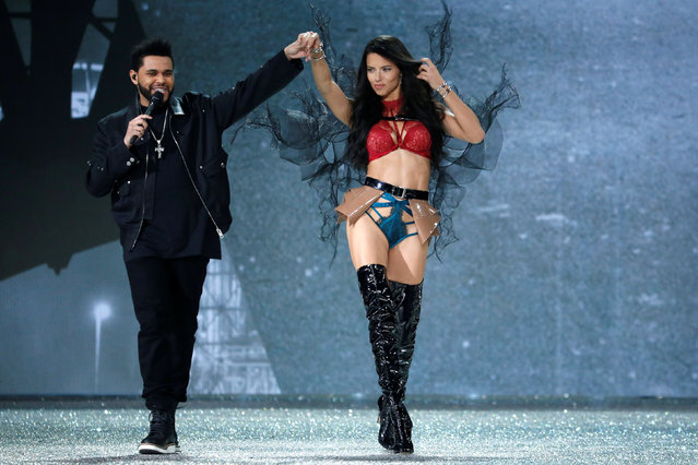 Musician The Weeknd performs with model Adriana Lima during the 2016 Victoria's Secret Fashion Show at the Grand Palais in Paris, France, November 30, 2016. (Photo by Charles Platiau/Reuters)
