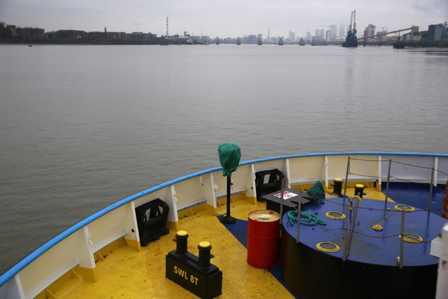An oil barrel is seen on the Woolwich Ferry as the ferry crosses the River Thames in London January 5, 2015. (Photo by Russell Boyce/Reuters)