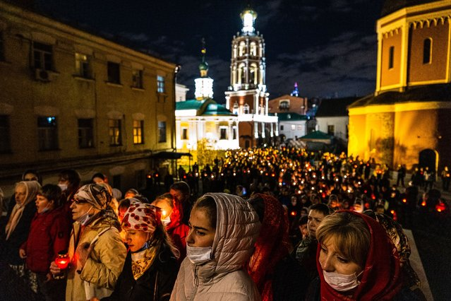 Worshippers attend an Orthodox Easter service in the Vysoko-Petrovsky Monastery in Moscow on May 2, 2021. (Photo by Dimitar Dilkoff/AFP Photo)