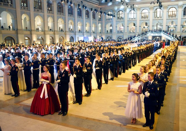 Participants are ready to start the Kremlin Cadet Ball in Moscow, Russia, 08 December 2016. (Photo by Sergei Chirikov/EPA)