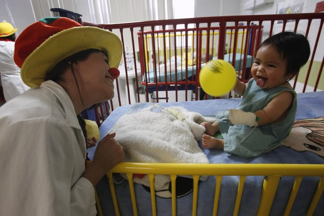 "A member of ""Laughter Doctors of Ciudad Juarez"" performs at a children's hospital in Ciudad Juarez March 11, 2015. (Photo by Jose Luis Gonzalez/Reuters)"