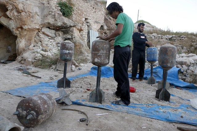 Tajammu Al-Ezza brigade fighters prepare locally made shells before firing towards forces loyal to Syria's president Bashar Al-Assad located in Al-Lataminah village, Hama countryside May 6, 2015. (Photo by Mohamad Bayoush/Reuters)