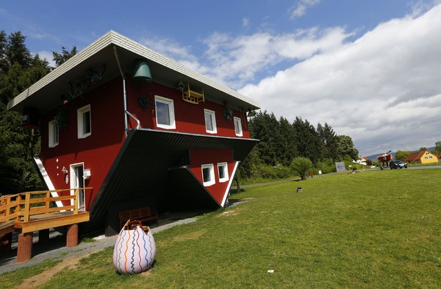 """General view of the """"Crazy House"""", which is completely built upside-down, in the village of Affoldern near the Edersee lake, May 7, 2014. Three friends came up with the idea to build the tourist attraction, which cost about 200,000 euros and took some six weeks to complete. (Photo by Kai Pfaffenbach/Reuters)"""