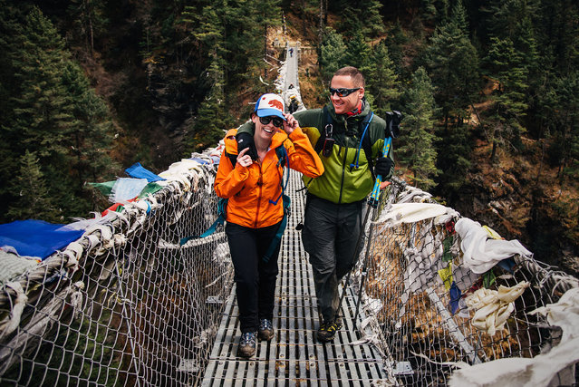 James Sissom and Ashley Schmieder exchange vows on Everest. (Photo by Charleton Churchill/Caters News Agency)