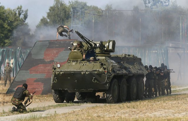 Members of the National Guard of Ukraine take part in military tactical exercises at a training base near Kiev, Ukraine, July 22, 2015. (Photo by Valentyn Ogirenko/Reuters)