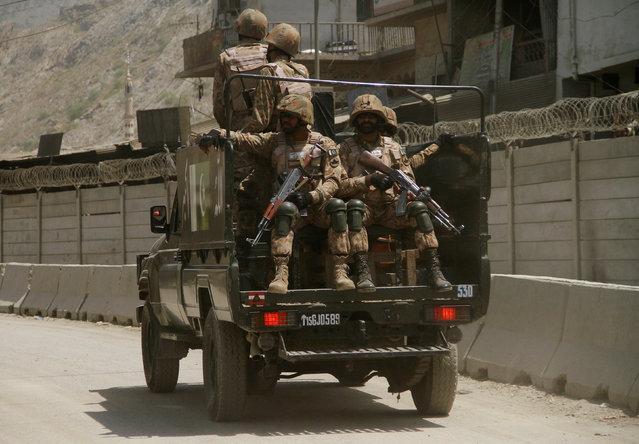 Pakistani soldiers patrol the border post in Torkham, Pakistan June 18, 2016. (Photo by Fayaz Aziz/Reuters)