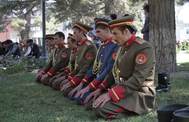 Afghanistan's president honor guard offer Eid al-Fitr prayer at the presidential palace in Kabul, Afghanistan,  July 28, 2014. Afghan Muslims began to celebrate the three day festival of Eid-al-Fitr, which marks the end of the holy fasting month of Ramadan. (Photo by Hedayatullah Amid/EPA)