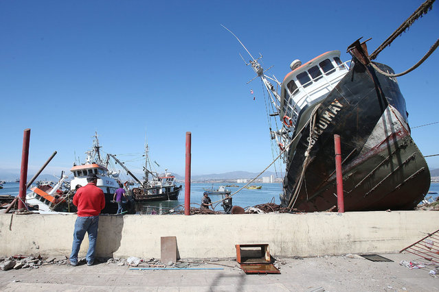 General view of a fishing vessel affected by a tsunami caused by an earthquake on 16 Setember, in Coquimbo, Chile, 17 September 2015. The death toll after the 8,3 magnitude earthquake that hit parts of Chile on 16 September has risen to at least eleven. (Photo by Mario Ruiz/EPA)