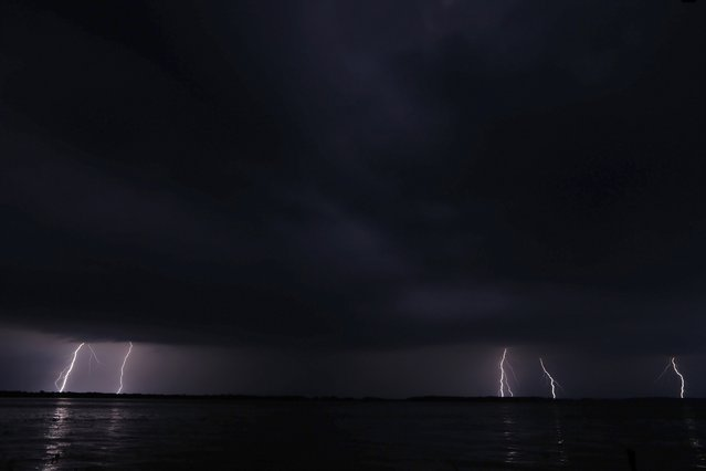 Lightning strikes on the horizon over Lake Maracaibo in the village of Ologa, where the Catatumbo River feeds into the lake, in the western state of Zulia October 24, 2014. (Photo by Jorge Silva/Reuters)