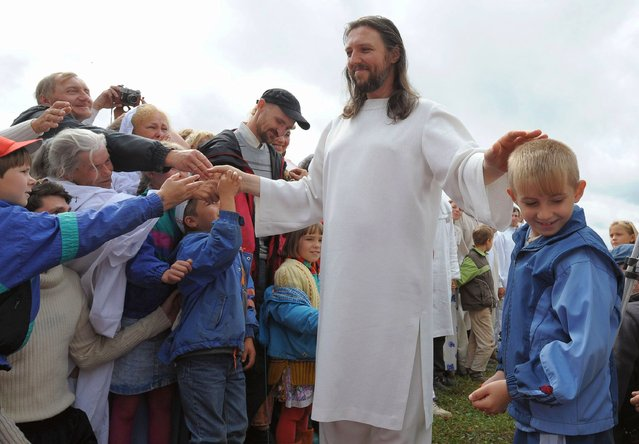 "In this file photo taken on August 28, 2009 shows ""Vissarion the Teacher"", or ""Jesus of Siberia"", Russian ex-traffic cop Sergei Torop meets with his followers in the remote village of Petropavlovka,  Russia. Torop who claims to be the reincarnation of Jesus and his top aides was arrested on September 22, 2020 in an operation involving armed troops and aircraft. (Photo by Alexander Nemenov/AFP Photo)"