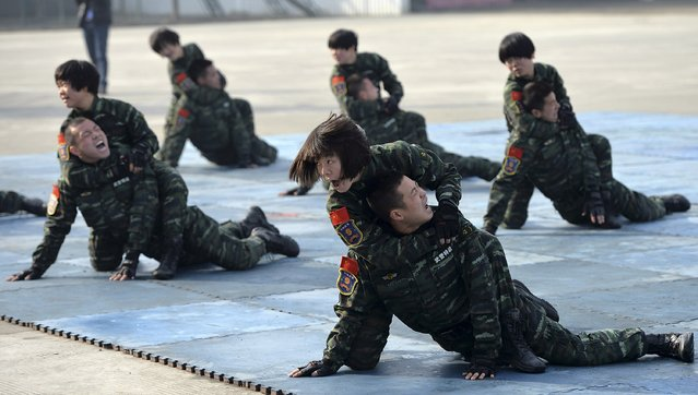 Female paramilitary policemen fight against their comrades as they demonstrate combat skills during a drill in Chengdu, Sichuan province December 12, 2014. (Photo by Reuters/Stringer)