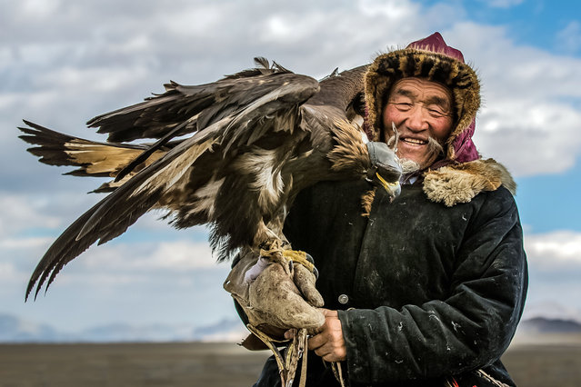 """""""It is run by the Mongolian Eagle Hunter's Association to celebrate their heritage and compete with each other to catch animals with specially trained eagles"""". (Photo by Batzaya Choijiljav/Caters News)"""