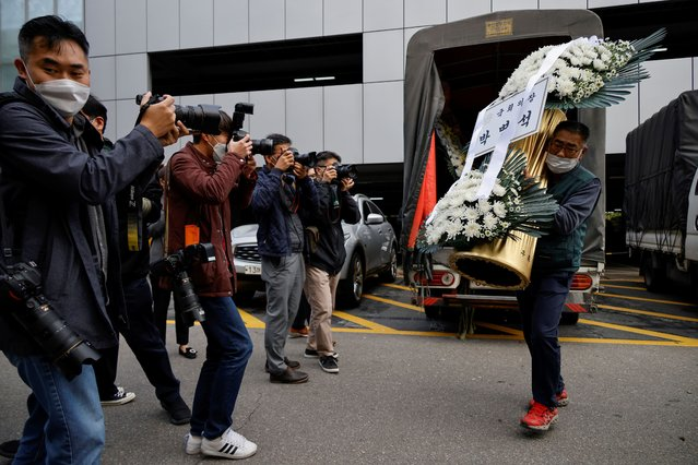 A wreath of flowers from South Korea's National Assembly Speaker Park Byeong-seug is carried by a worker outside a funeral parlor where the funeral of Lee Kun-hee, leader of Samsung Group, will take place, in Seoul, South Korea, October 25, 2020. (Photo by Kim Hong-Ji/Reuters)