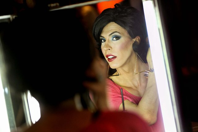 A drag queen does his makeup before participating in the first-ever Drag Walk Casting at Friedrichstadtpalast Theater in Berlin, Germany, on May 10, 2013. (Photo by Sean Gallup/Getty Images)