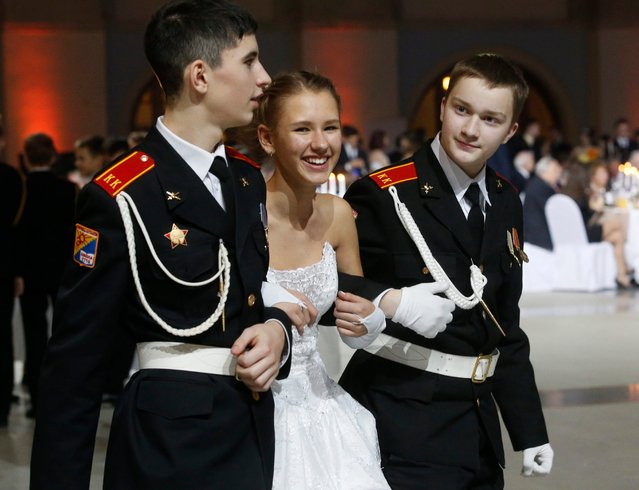 Russian pupils of cadet school flank a girl during the Kremlin Cadet Ball in Moscow, Russia, 08 December 2016. (Photo by Sergei Chirikov/EPA)
