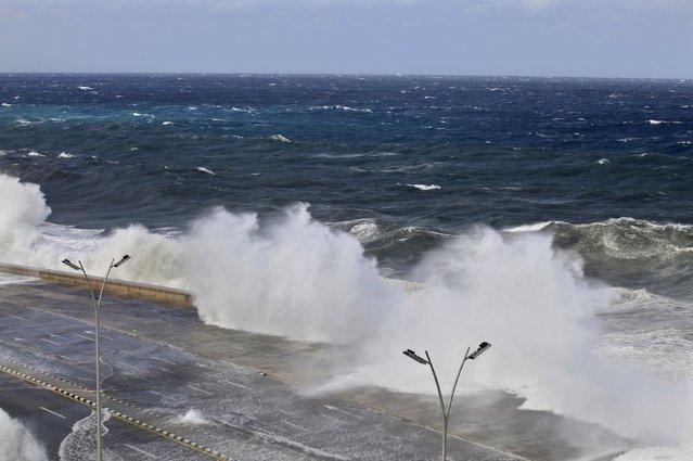 Massive waves crash over Havana's seafront boulevard El Malecon January 23, 2016. (Photo by Enrique de la Osa/Reuters)